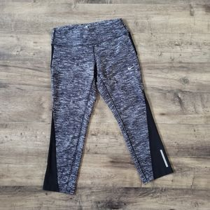Women's Nike Dri Fit Capris Size Small
